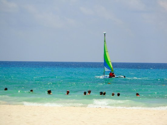 Valentin Imperial Riviera Maya: Swimming at the beach and water sports