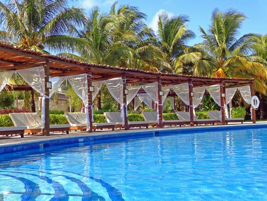 Valentin Imperial Riviera Maya: Privilege daybeds by the big pool