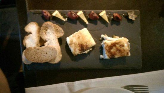 Los Troncos Taberna: Törtchen aus karamelisierten Ziegenkäse und Foie gras