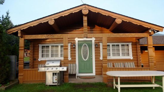 Cuomo's Cove : Lincoln Cabin