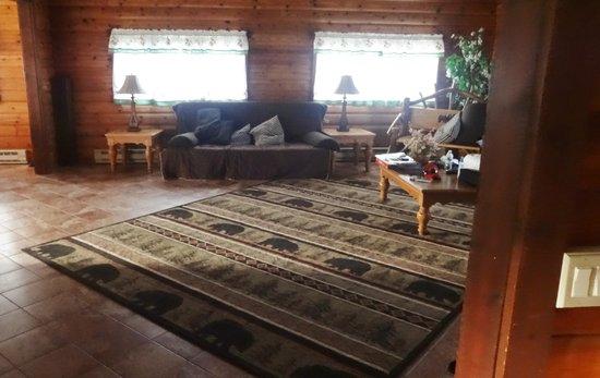 Cuomo's Cove : living room