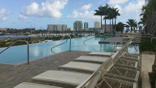 Sheraton Puerto Rico Hotel & Casino: Rooftop infiniti pool