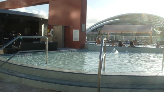 Sheraton Puerto Rico Hotel & Casino: hot tub with Convention Center in background