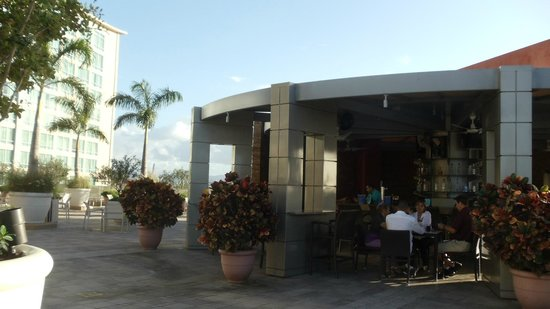 Sheraton Puerto Rico Hotel & Casino: Outside bar/grill