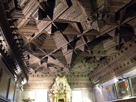 Catedral de Cuenca : Amazing ceiling in one of the chapels