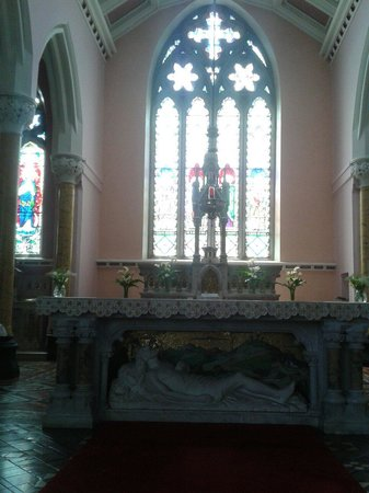 Мэкрум, Ирландия: Altar of St Colman's Church