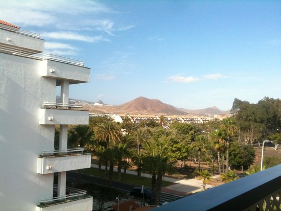 Aparthotel Parque de la Paz: View from balcony (above reception/entrance)