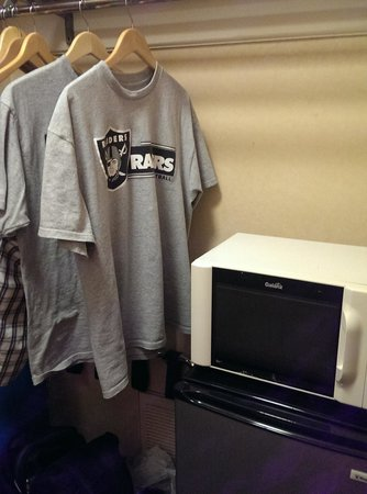Clarion Inn Conference Center: inside closet