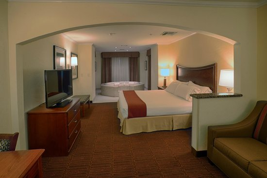 Holiday Inn Express Hotel & Suites Tucson Mall: Tower Jaccuzzi Room