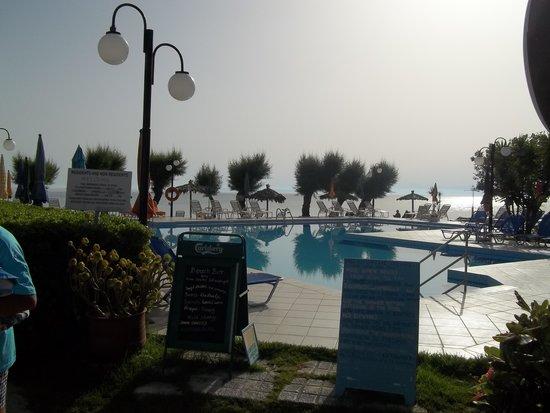 Mimoza Beach Bar : pool