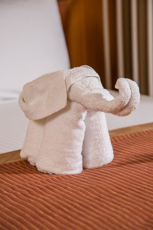 Desert Palms Hotel & Suites: Towel Elephant