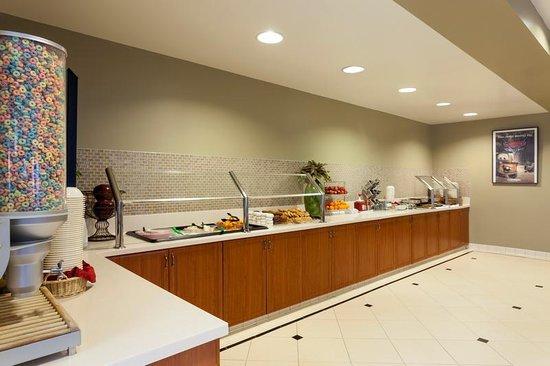Desert Palms Hotel & Suites: Free Hot Breakfast