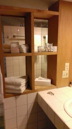 Inn at Middleton Place: Bathroom