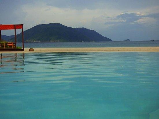 Six Senses Con Dao : Depuis la piscine principale