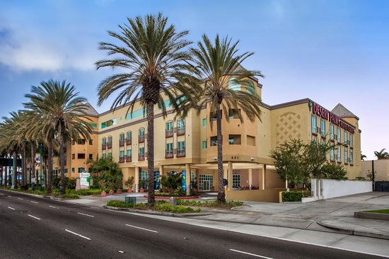 Desert Palms Hotel & Suites: Hotel Exterior