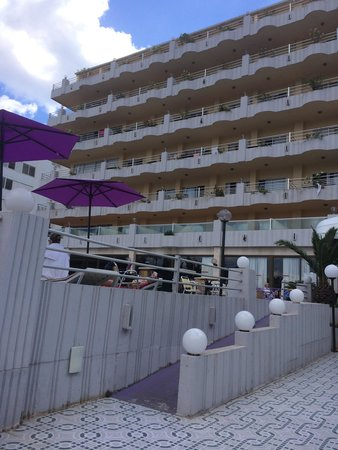 Playa Blanca Hotel : Hotel ramp for prams and wheelchairs