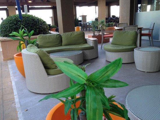 San Juan Marriott Resort & Stellaris Casino: Seating near the pool