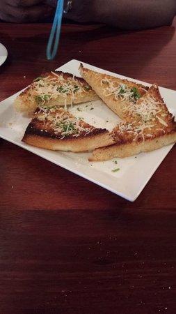 Fabiani's Wailea : Garlic breadd