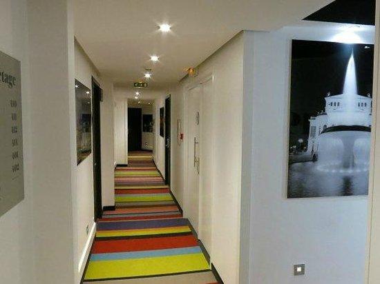 Mercure Strasbourg Centre Petite France: farbenfroher Flur