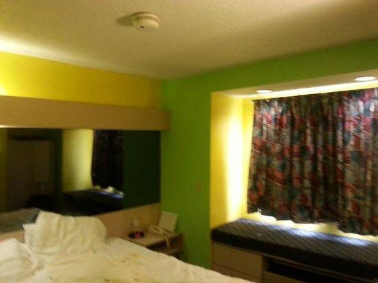 Microtel Inn & Suites by Wyndham Riverside : Queen bedroom