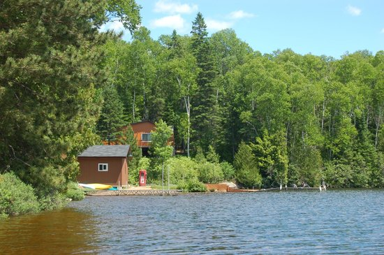 Hay Lake Lodge and Cottages : Shack for Kayaks and Canoes storage