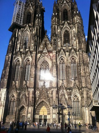 Courtyard Cologne: Cologne Cathedral