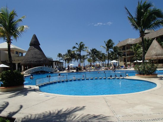 Catalonia Riviera Maya: One of several pools