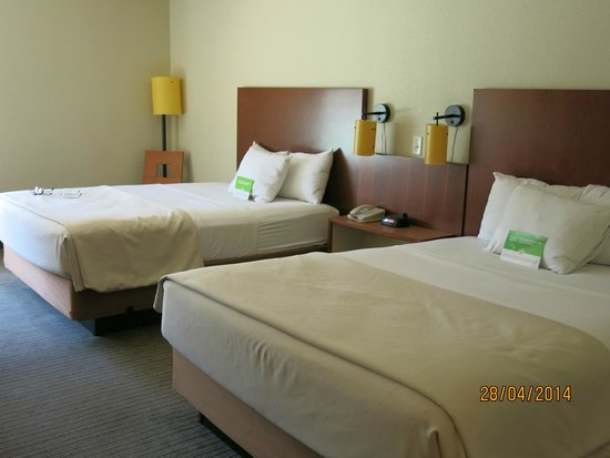 La Quinta Inn & Suites Dallas Love Field : Large room