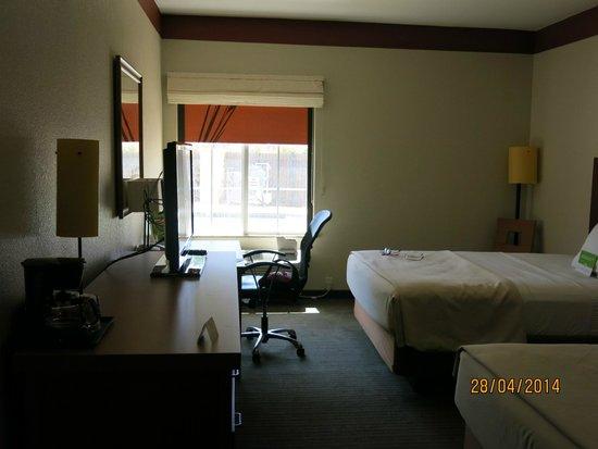 La Quinta Inn & Suites Dallas Love Field : Hotel room