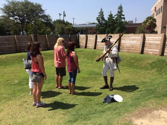 Tricentennial Park : Learning how to load a bayonets in formation