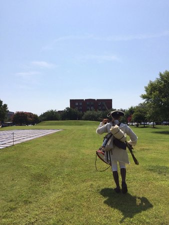 Tricentennial Park : Marching to the battle of spring hill redoubt