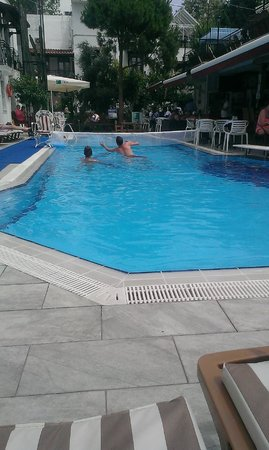 Hotel Istankoy Bodrum: Pool in the day