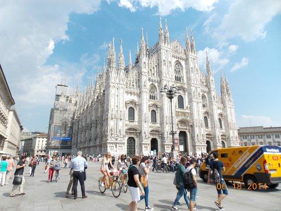 Duomo di Milano: Front view of facade