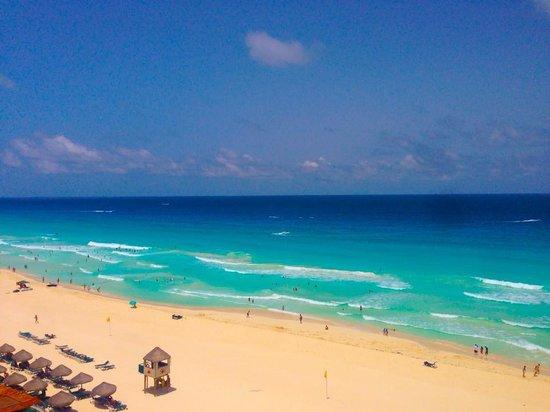 JW Marriott Cancun Resort & Spa: The stunning beach