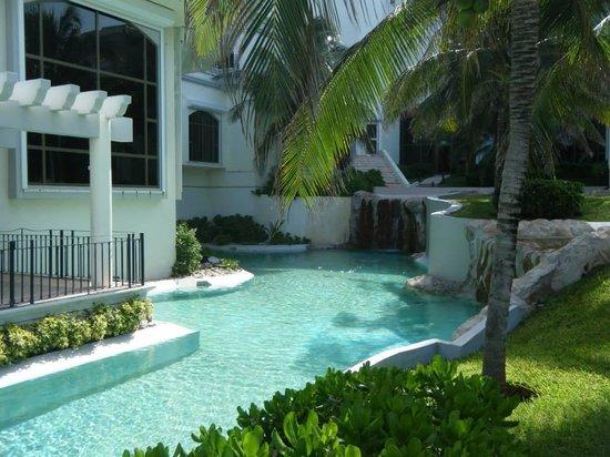 JW Marriott Cancun Resort & Spa : Walking back towards the lobby