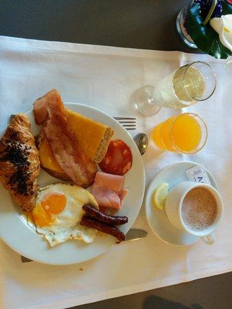 Aqua Hotel Aquamarina & Spa: un exemple de petit dejeuner