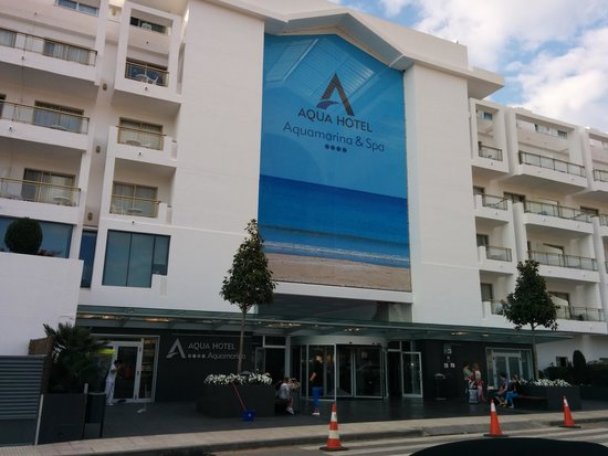 L 39 entr e de l 39 h tel picture of aqua hotel aquamarina for Entree hotel