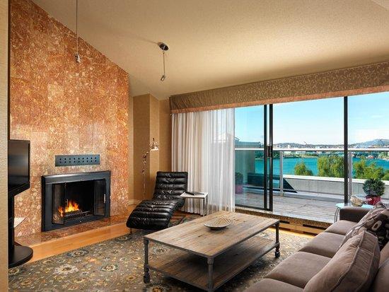 Best Western Plus Inner Harbour: Two Bedroom Penthouse - Living Room