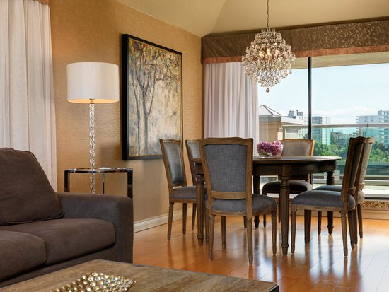 Best Western Plus Inner Harbour: Two Bedroom Penthouse - Dining Area