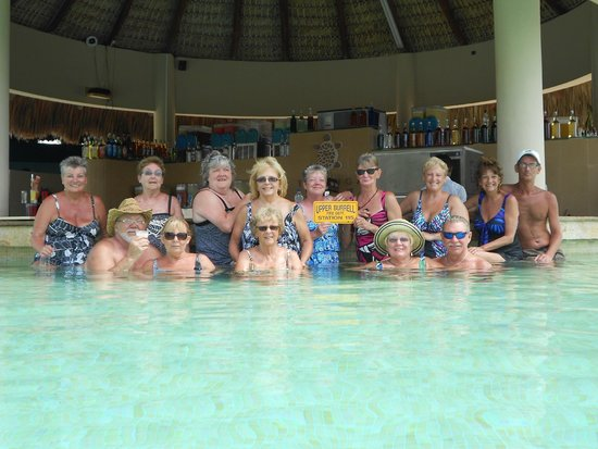 Now Larimar Punta Cana : 1/4 of our group at the pool bar