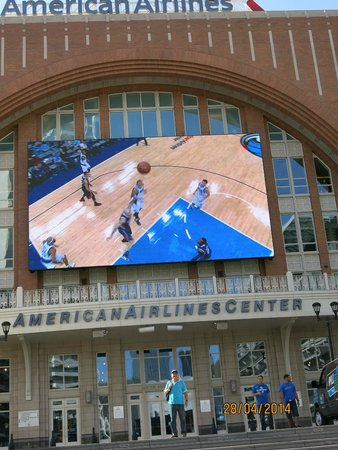 American Airlines Center: Front of building