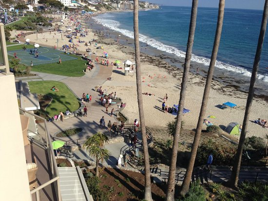 The Inn At Laguna Beach: Hotel view of Heisler Park walkway to Main Beach
