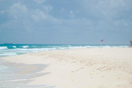 Valentin Imperial Maya: Beach
