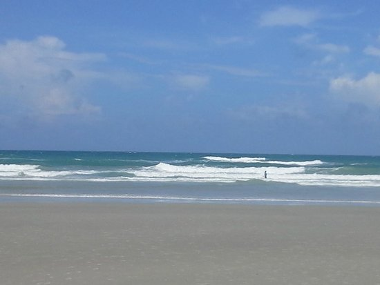 New Smyrna Town Beach : Clear and warm waters