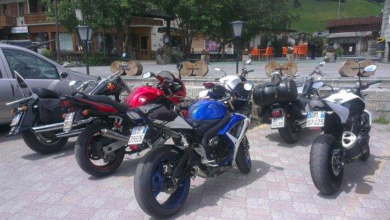 Hotel Bernina: Parcheggio