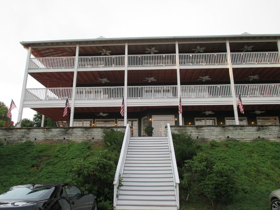 Hippensteal's Mountain View Inn: front of inn