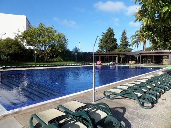 Dom Pedro Golf Resort: Pool and spa