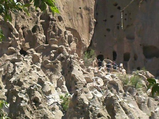Bandelier National Monument: Walkways to various ancient homes