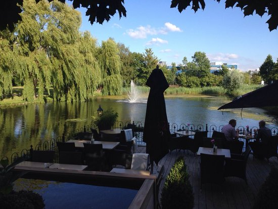 L' Hirondelle: Perfect for an alfresco lunch