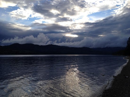 Porpoise Bay Provincial Park : Cloudy sunset on the beach